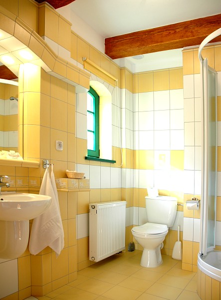 Zamówienie Jedna z łazienek w pokoju hotelowym