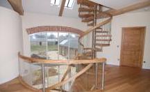 Zamówienie Gięte schody drewniane