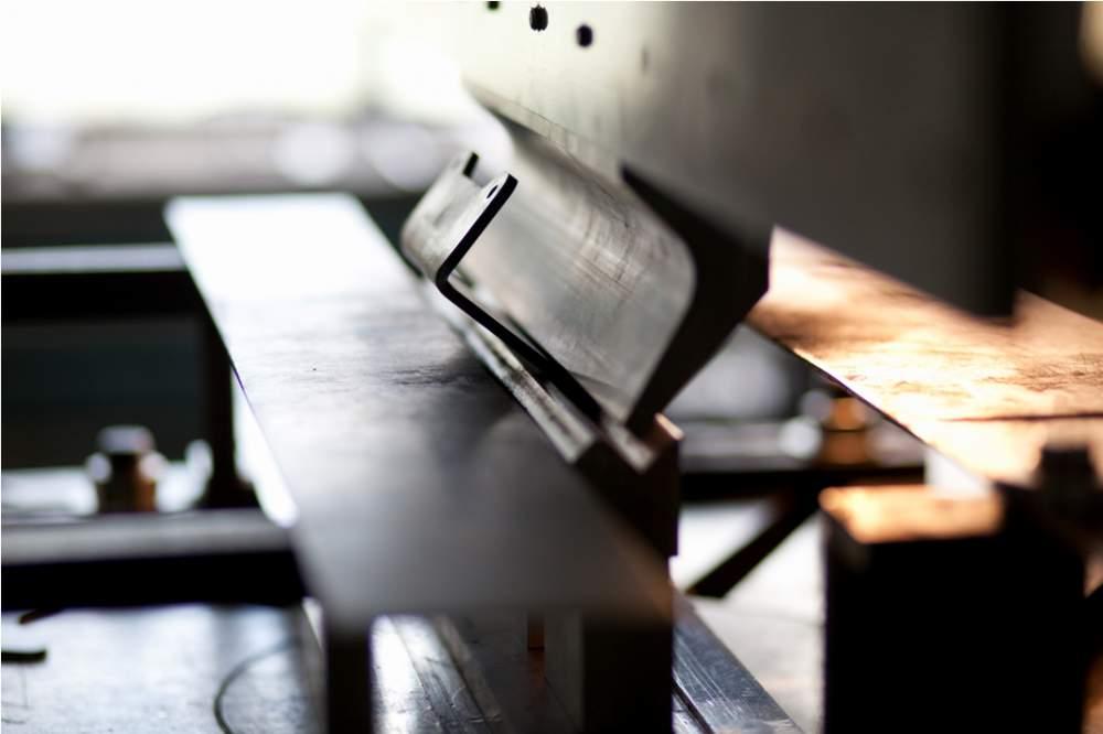 Gięcie blach na prasach krawędziowych CNC