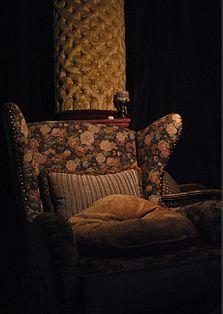 Zamówienie Renowacja pokryć tapicerskich na starych meblach