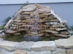 Wodospady przy oczkach wodnych