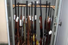 Dostawy sprzętu dla wojska i policji