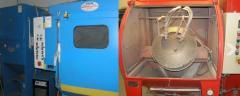 Kompletną obróbka odlewu na okrojnikach, maszynach wibrościernych, śrutownicach  lub za pomocą obróbki  chemicznej