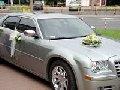 Dekoracje samochodów weselnych